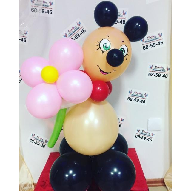 Мишка с цветочком.