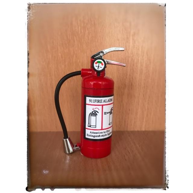 Зажигалка газовая - огнетушитель.